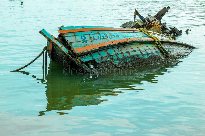Συντρίμμια ενός αλιευτικού σκάφους στοκ φωτογραφία με δικαίωμα ελεύθερης χρήσης