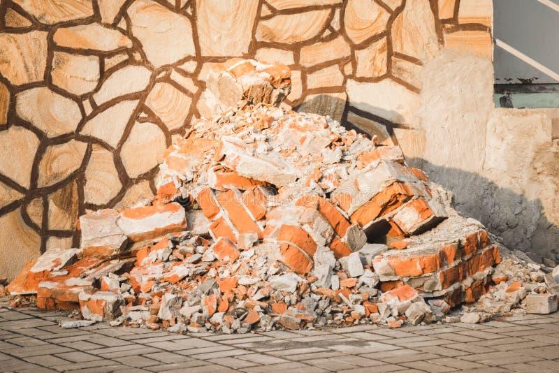 Συντρίμμια ερειπίων σκυροδέματος και τούβλου στο εργοτάξιο οικοδομής στοκ φωτογραφία με δικαίωμα ελεύθερης χρήσης