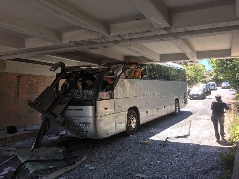 Συντριβή λεωφορείων στην Ιταλία στοκ εικόνα