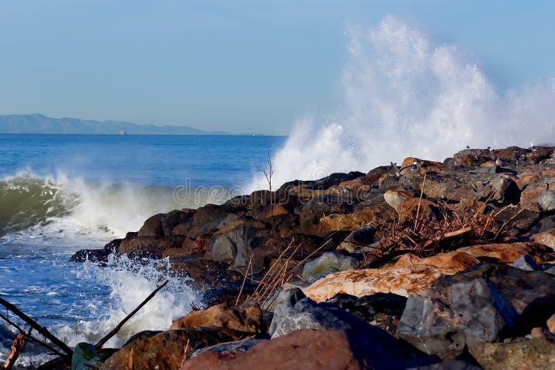 Download συντριβή στοκ εικόνες. εικόνα από καλιφόρνια, θάλασσα, πέτρα - 117046