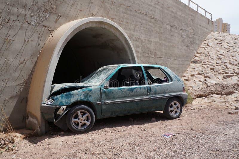 Συντριμμένα συντρίμμια αυτοκινήτων στο ατύχημα συντριβής με τη μοιραία έκβαση στοκ φωτογραφία με δικαίωμα ελεύθερης χρήσης