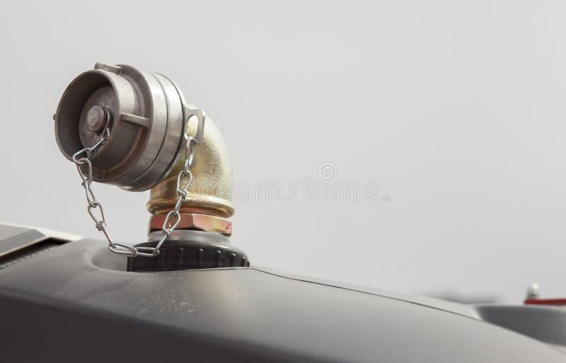 Συνδετήρας στόμιο υδροληψίας-μανικών πυροσβεστικών οχημάτων στοκ φωτογραφία με δικαίωμα ελεύθερης χρήσης