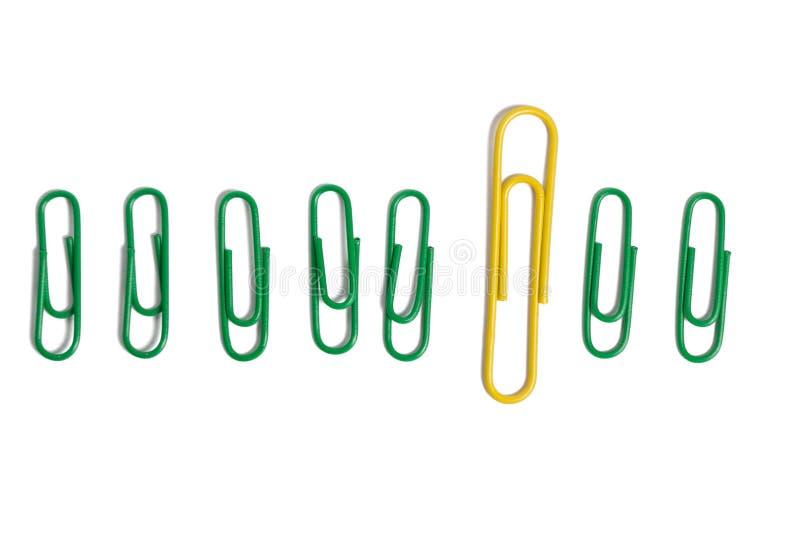 Συνδετήρες χρώματος στο άσπρο bacground στοκ φωτογραφία με δικαίωμα ελεύθερης χρήσης