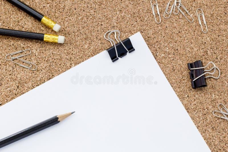 συνδετήρες όπως τις προμήθειες σούπας γραφείων στοκ φωτογραφία