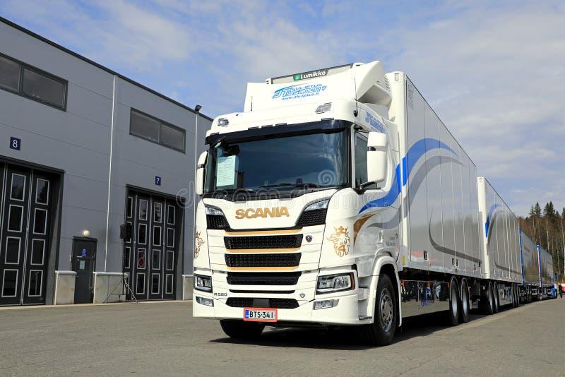 Συνδυασμός Scania επόμενης γενιάς R520 για τον έλεγχο θερμοκρασίας στοκ φωτογραφίες