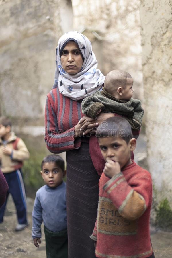 Συριακή μητέρα με την childern σε Aleppo. στοκ εικόνες