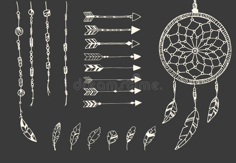 Συρμένα χέρι φτερά αμερικανών ιθαγενών, catcher ονείρου, χάντρες και βέλη ελεύθερη απεικόνιση δικαιώματος