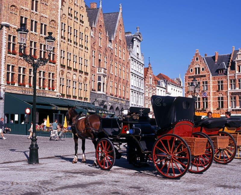 Συρμένες άλογο μεταφορές, Μπρυζ στοκ εικόνα