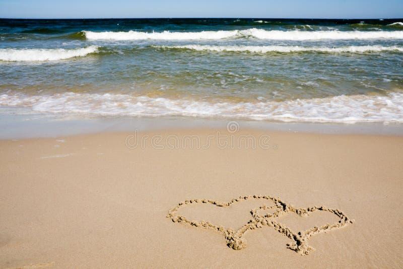 συρμένες παραλία καρδιές  στοκ εικόνες με δικαίωμα ελεύθερης χρήσης
