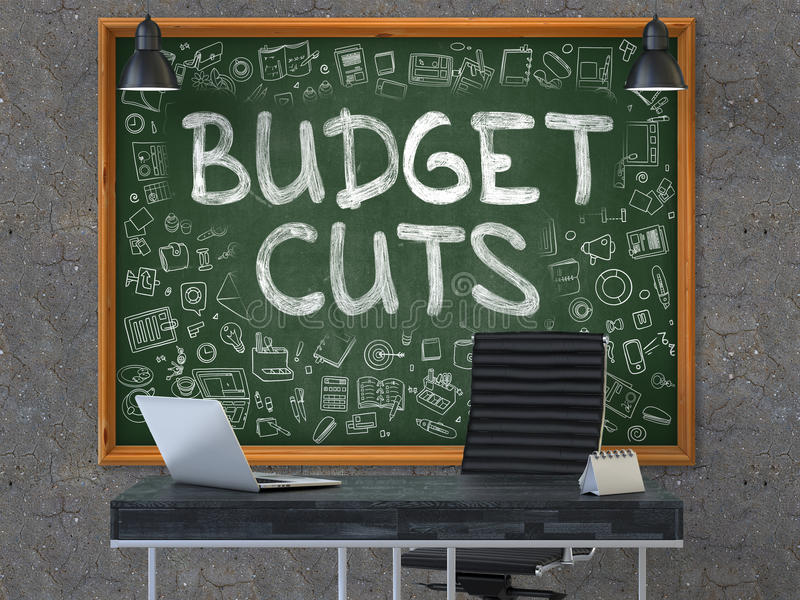 Συρμένες χέρι περικοπές προϋπολογισμού στον πίνακα κιμωλίας γραφείων τρισδιάστατος στοκ εικόνα