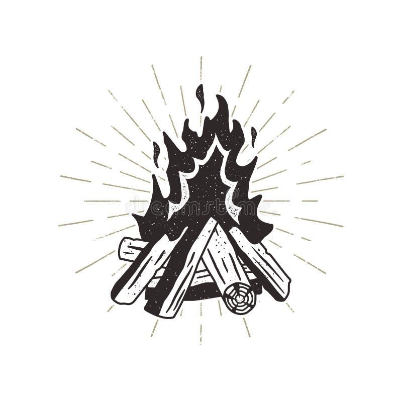 Συρμένη χέρι απεικόνιση πυρών προσκόπων Ηλιοφάνειες συμπεριλαμβανόμενες Η υπαίθρια στρατοπέδευση η τυπωμένη ύλη για την μπλούζα,  διανυσματική απεικόνιση