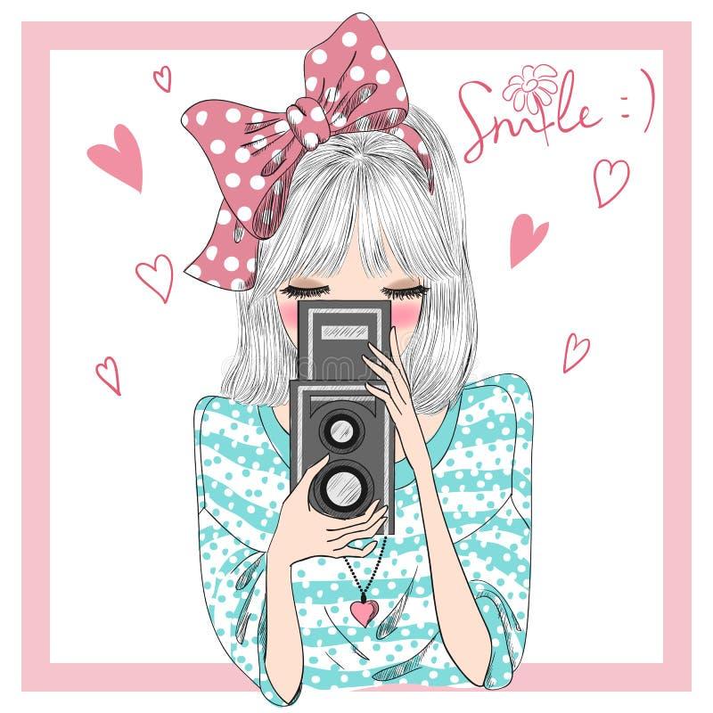 Συρμένο χέρι όμορφο χαριτωμένο κορίτσι με τη κάμερα στα χέρια ελεύθερη απεικόνιση δικαιώματος