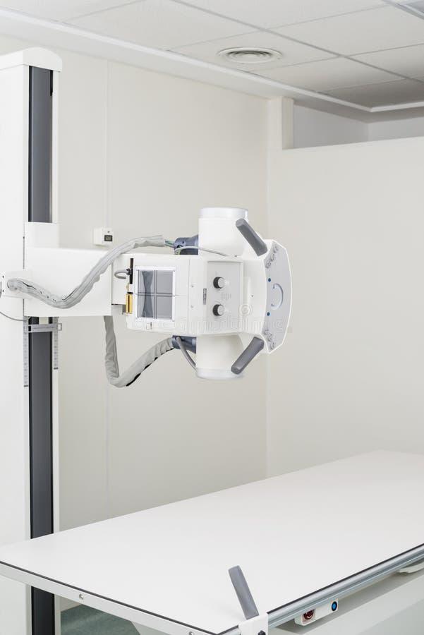 Συσκευή ακτίνας X στο δωμάτιο εξέτασης στοκ φωτογραφία με δικαίωμα ελεύθερης χρήσης