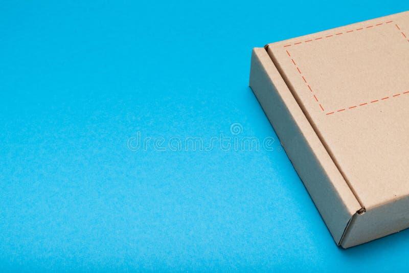 Συσκευασία κιβωτίων δεμάτων, υπηρεσία ταχυδρομείου αγγελιαφόρων r στοκ εικόνα με δικαίωμα ελεύθερης χρήσης