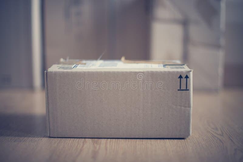 Συσκευασία κουτιών από χαρτόνι, αντίληψη ναυτιλίας: Να προετοιμαστεί για την παράδοση στοκ εικόνες με δικαίωμα ελεύθερης χρήσης