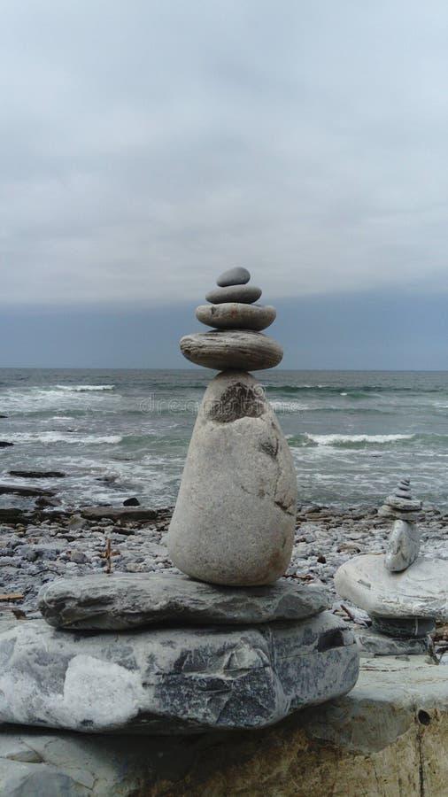 Συσσωρευμένες πέτρες που εμπνέουν την ειρήνη και zen στοκ εικόνα με δικαίωμα ελεύθερης χρήσης