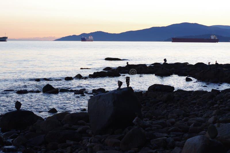 Συσσωρευμένες πέτρες στο ηλιοβασίλεμα στοκ εικόνες