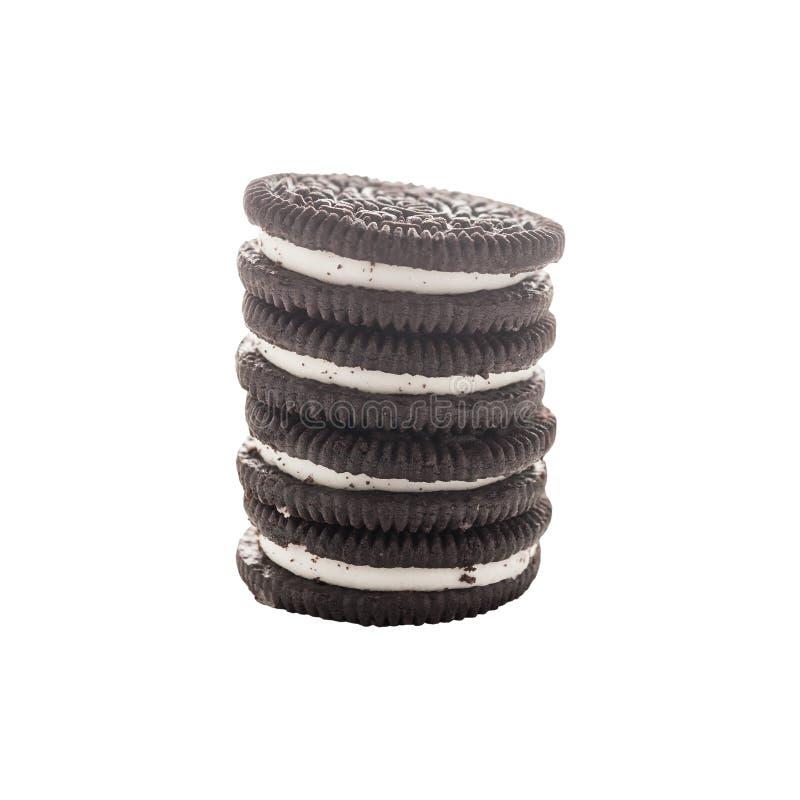 Συσσωρευμένη βουτύρου σοκολάτα μπισκότων που απομονώνεται, πορεία ψαλιδίσματος στοκ φωτογραφία