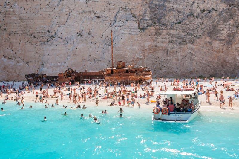 Συσσωρευμένη παραλία Navagio στο νησί της Ζάκυνθου στοκ εικόνες με δικαίωμα ελεύθερης χρήσης