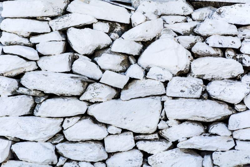 Συσσωρευμένο άσπρο υπόβαθρο τοίχων πετρών οριζόντιο στοκ εικόνα
