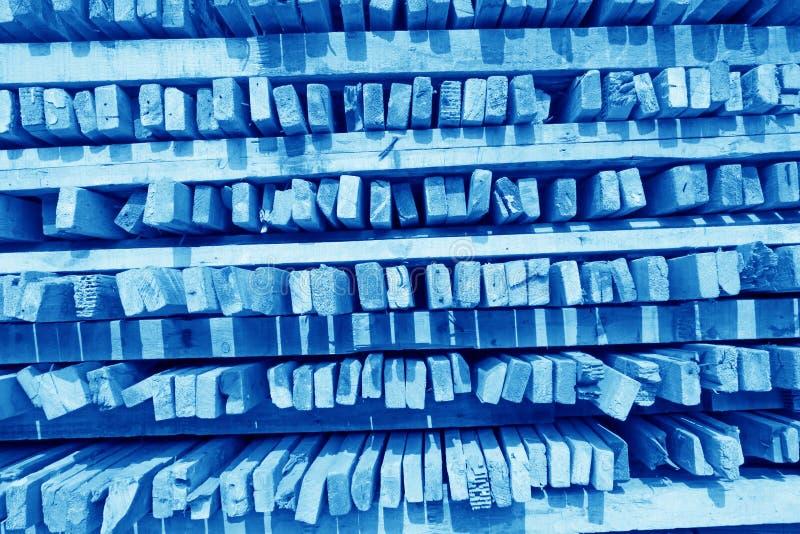 Συσσωρευμένο μαζί ξύλο σε ένα εργοτάξιο στοκ φωτογραφία