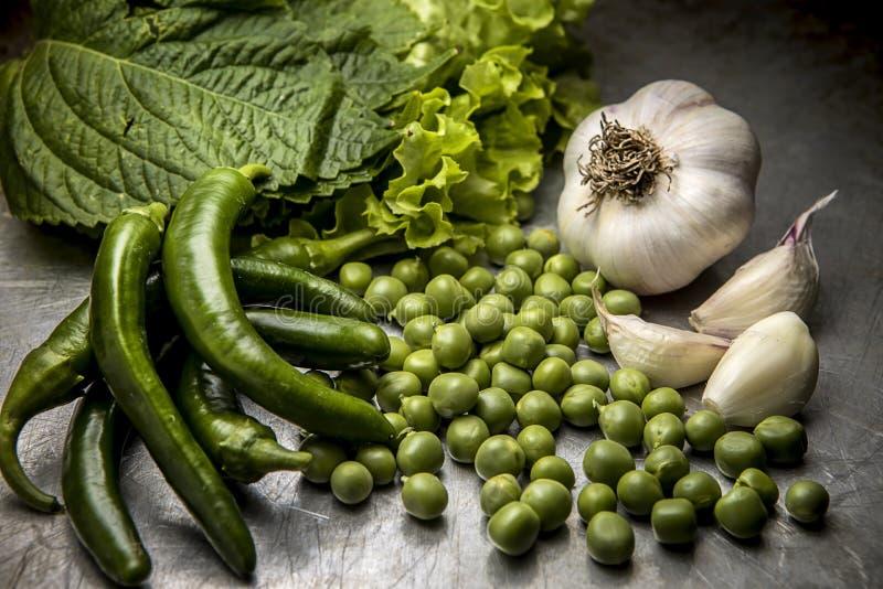 Συστάδα των λαχανικών σε ένα τηγάνι φύλλων στοκ εικόνες με δικαίωμα ελεύθερης χρήσης