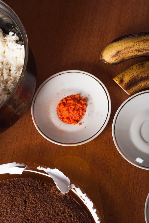 Συστατικά για την κατασκευή του κέικ, μαγείρεμα cheesecake μπανανών, στοκ εικόνες