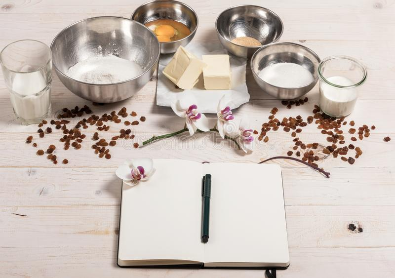 Συστατικά για τη ζύμη Πάσχας στοκ εικόνες
