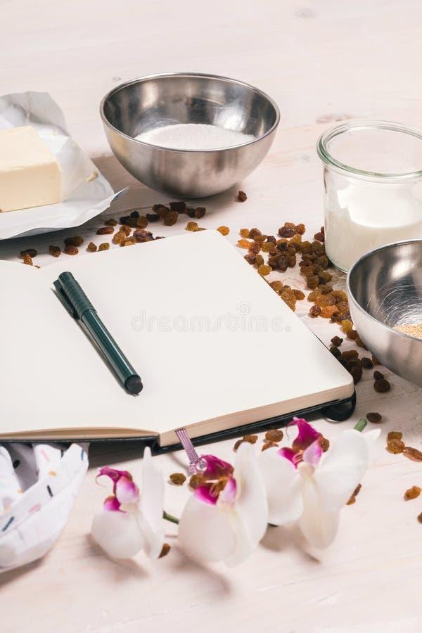 Συστατικά για τη ζύμη Πάσχας στοκ εικόνα με δικαίωμα ελεύθερης χρήσης