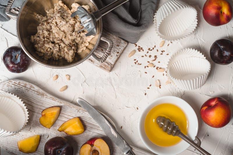 Συστατικά για το διάστημα αντιγράφων tartlets φυστικοβουτύρου στοκ εικόνες με δικαίωμα ελεύθερης χρήσης