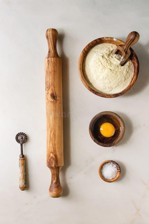 Συστατικά για το σπιτικό μαγείρεμα ζυμαρικών στοκ εικόνες με δικαίωμα ελεύθερης χρήσης