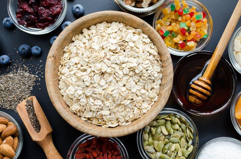 Συστατικά για το σπιτικό granola στοκ φωτογραφία με δικαίωμα ελεύθερης χρήσης