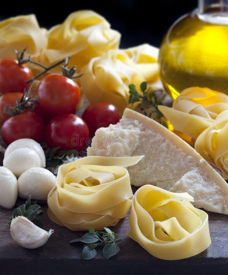 συστατικά ιταλικά τροφίμ&omeg στοκ φωτογραφία