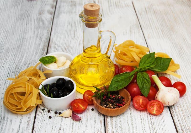 συστατικά ιταλικά τροφίμ&omeg στοκ εικόνα
