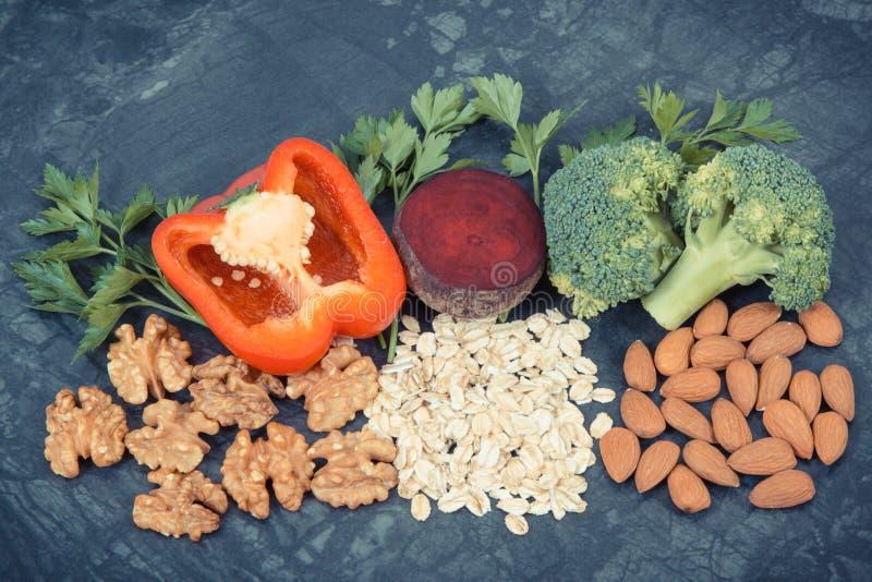 Συστατικά που περιέχουν τις βιταμίνες και τα ανόργανα άλατα, υγιή τρόφιμα που συστήνονται για την υπέρταση ή διαβήτης στοκ εικόνες με δικαίωμα ελεύθερης χρήσης