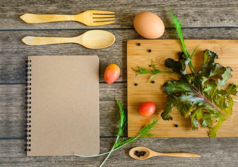 Συστατικά της σαλάτας φρέσκων λαχανικών στοκ φωτογραφία