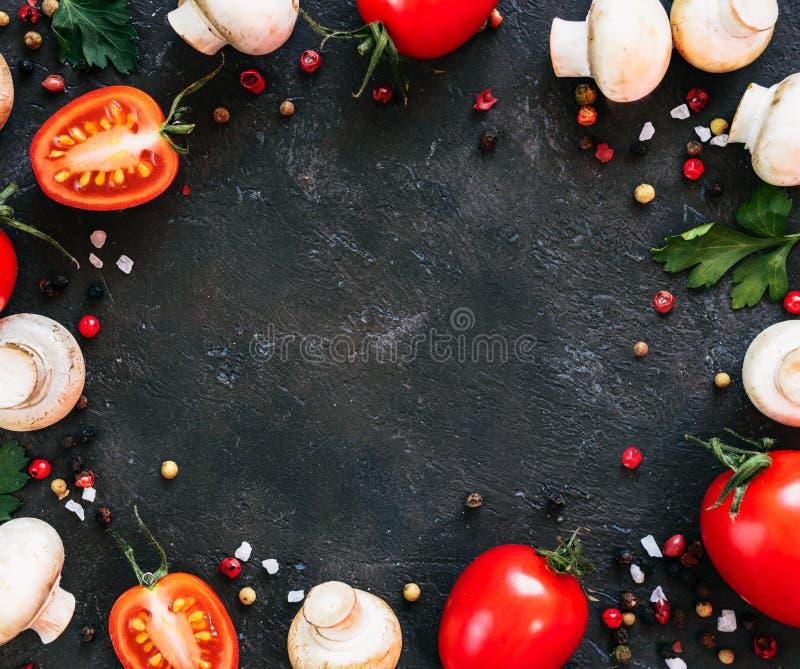 Συστατικά τροφίμων σε μαύρο φόντο, χώρος αντιγραφής στοκ φωτογραφία με δικαίωμα ελεύθερης χρήσης