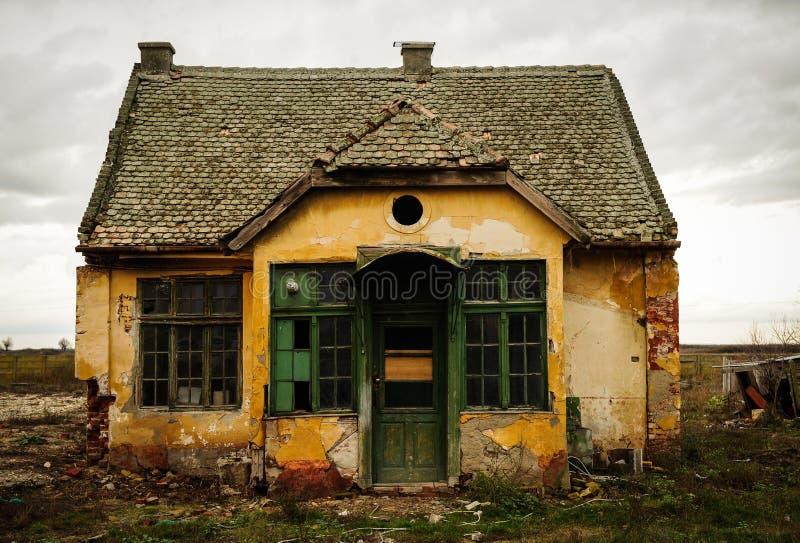 συχνασμένο σπίτι απόκοσμο στοκ φωτογραφία με δικαίωμα ελεύθερης χρήσης