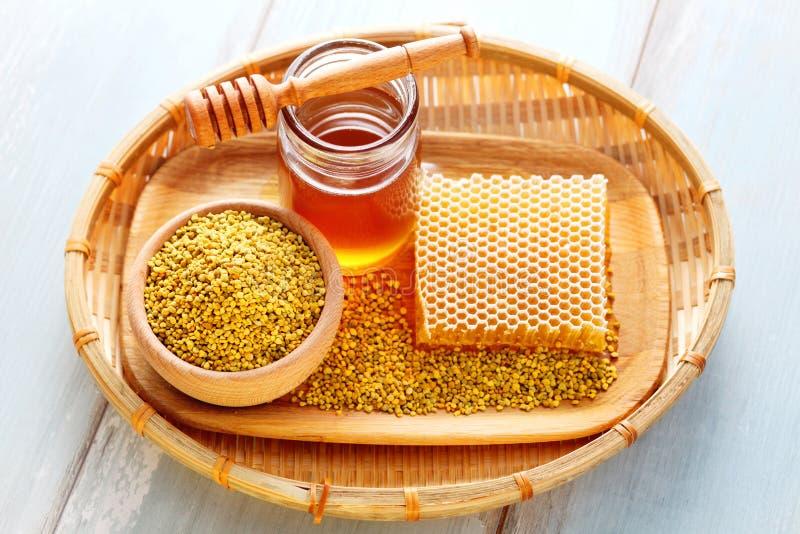 συλλεχθείσα γύρη λουλουδιών μελισσών μέλισσες στοκ φωτογραφία με δικαίωμα ελεύθερης χρήσης