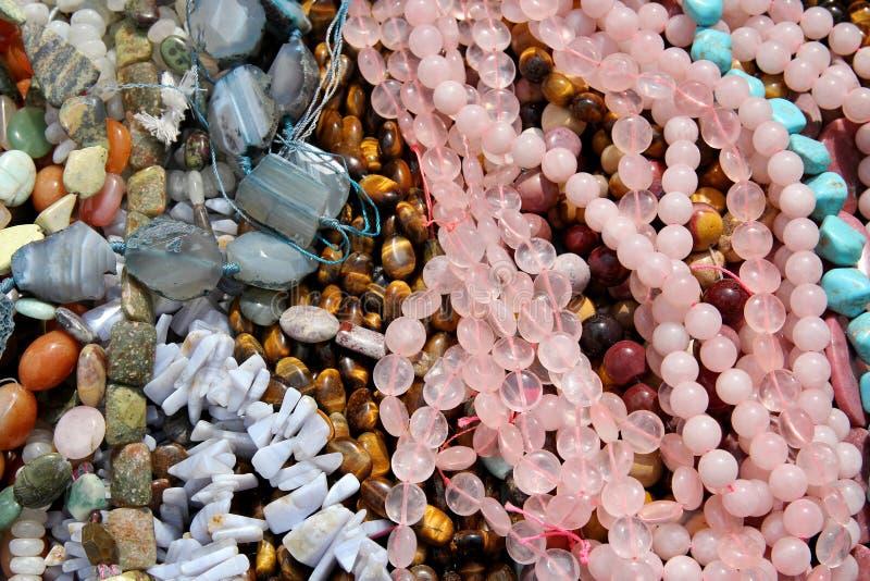 Συλλογή του κοσμήματος χαντρών μόδας των ζωηρόχρωμων γυναικών στοκ εικόνες