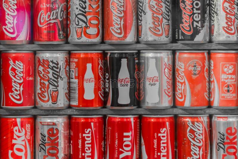 Συλλογή των δοχείων κόκα κόλα στοκ εικόνα με δικαίωμα ελεύθερης χρήσης