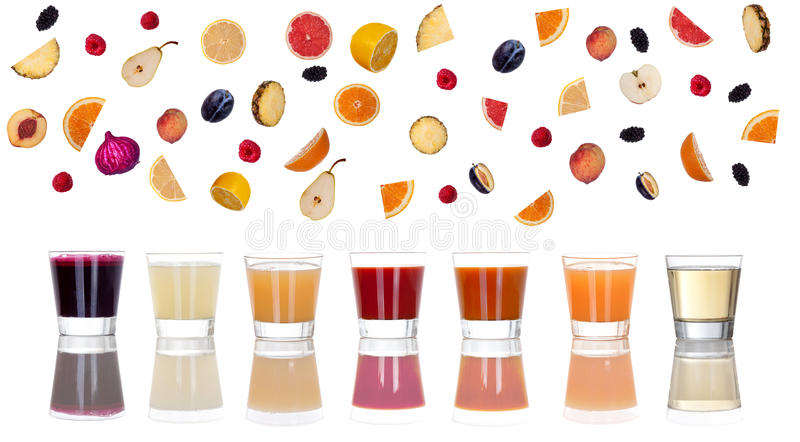 Συλλογή των φρούτων στο άσπρο υπόβαθρο και το πρόσφατα συμπιεσμένο j στοκ εικόνα