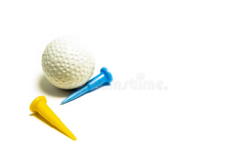 Σφαίρα γκολφ στην άσπρη ανασκόπηση στοκ εικόνες
