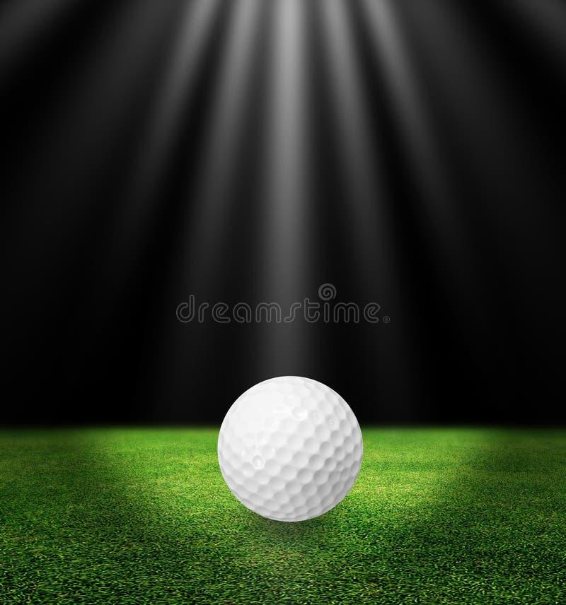 Σφαίρα γκολφ στη χλόη στοκ φωτογραφίες