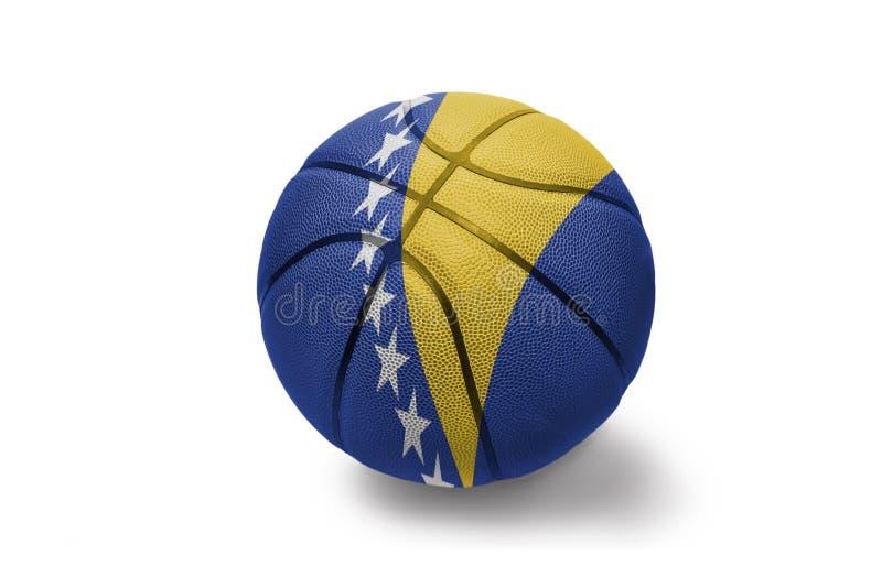 Σφαίρα καλαθοσφαίρισης με τη εθνική σημαία Βοσνίας-Ερζεγοβίνης στο άσπρο υπόβαθρο στοκ φωτογραφίες με δικαίωμα ελεύθερης χρήσης