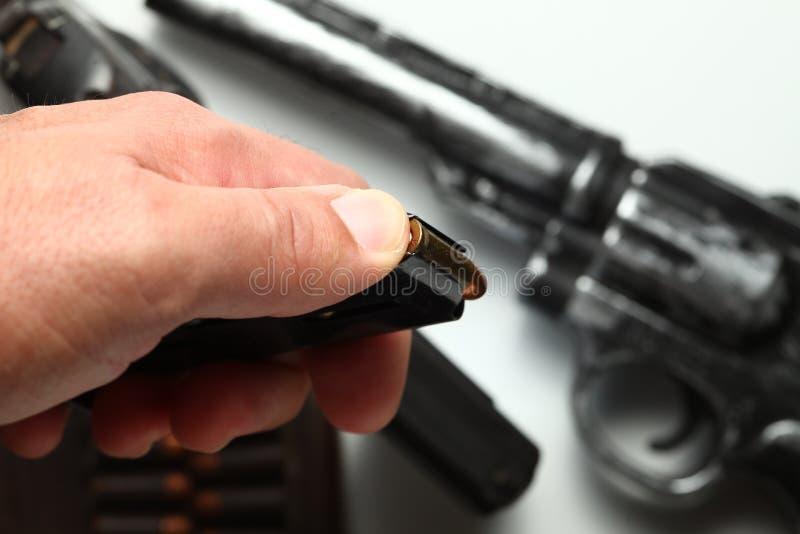 Σφαίρα στη σκηνή χεριών ατόμων στοκ φωτογραφίες με δικαίωμα ελεύθερης χρήσης