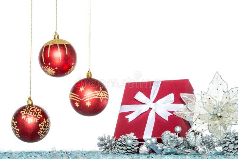 Σφαίρα Χριστουγέννων πολυτέλειας, λουλούδι και δώρο, πώληση Χριστουγέννων στοκ εικόνες