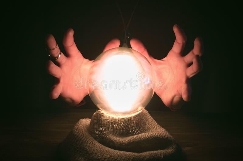 σφαίρα cystal Το seance Πίνακας αφηγητών τύχης Μελλοντική ανάγνωση στοκ φωτογραφίες