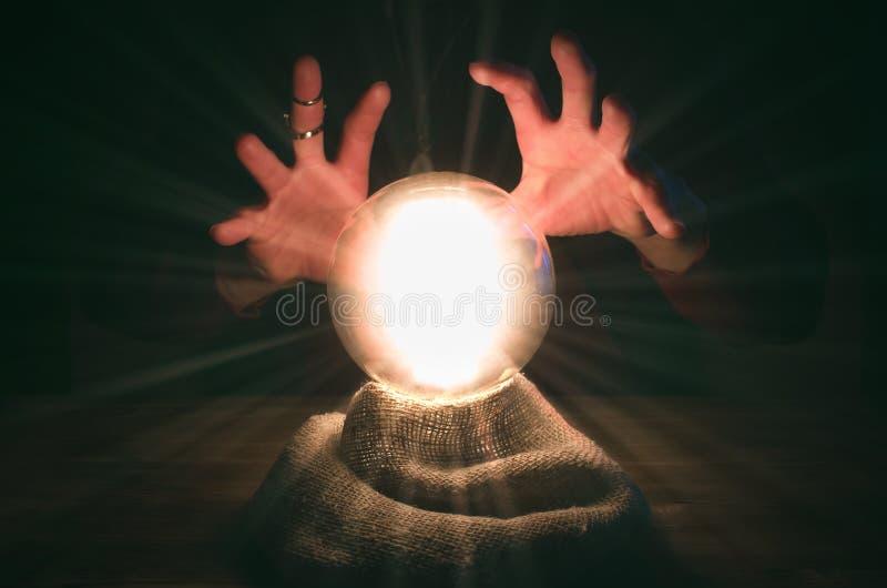 σφαίρα cystal Το seance Πίνακας αφηγητών τύχης Μελλοντική ανάγνωση στοκ φωτογραφία με δικαίωμα ελεύθερης χρήσης