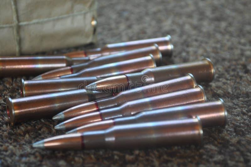Σφαίρες και πυρομαχικά σε μέγεθος 7 πυροβόλων όπλων τουφεκιών 62x54 στοκ εικόνες με δικαίωμα ελεύθερης χρήσης